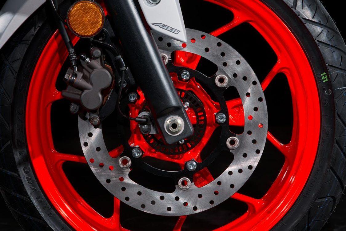 Entretien MT 03 changement du liquide de frein